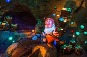 Seven Dwarfs Mine Train im Magic Kingdom (Orlando, Florida)
