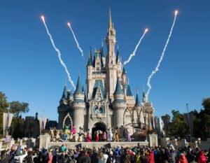 Magic Kingdom Cinderella Schloss Morgen | Frühzeitig Freizeitpark-Tickets kaufen