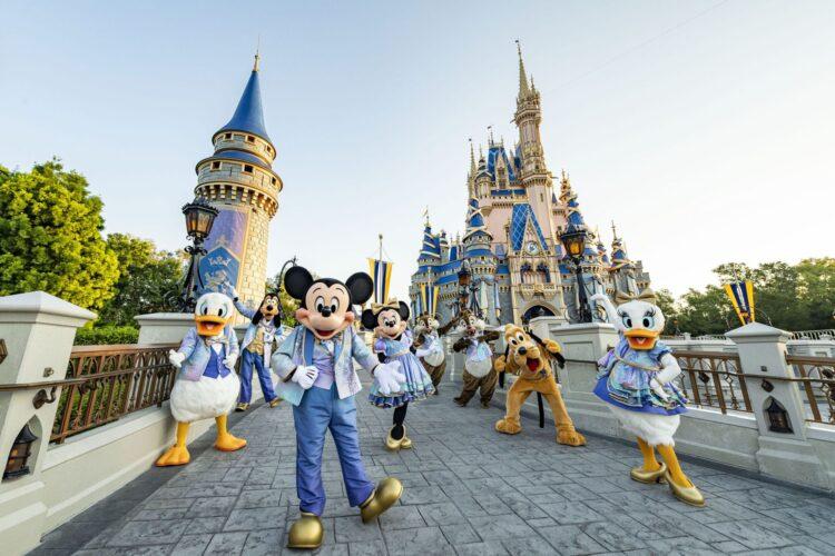 50 Jahre Walt Disney World: Disney Charaktere in Jubiläums-Kostümen