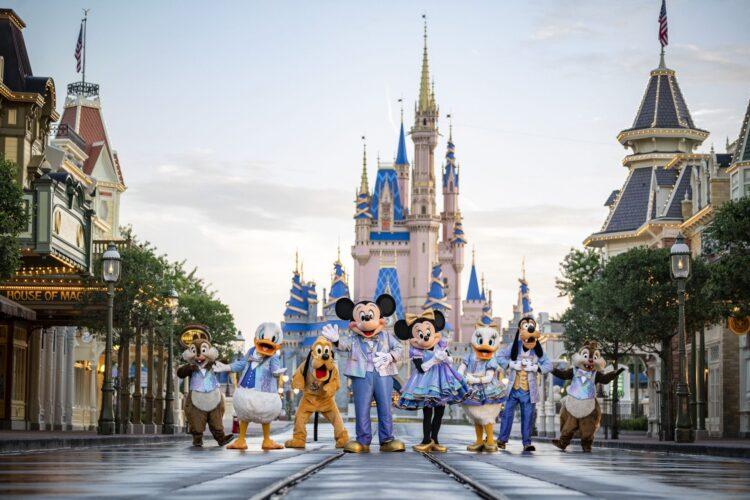 50. Jahre Jubiläum Walt Disney World, Cinderella-Schloss und Mickey und Co.